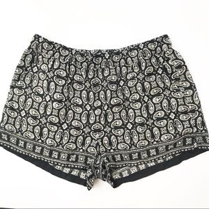 Madewell Shorts size M black print pull on Style